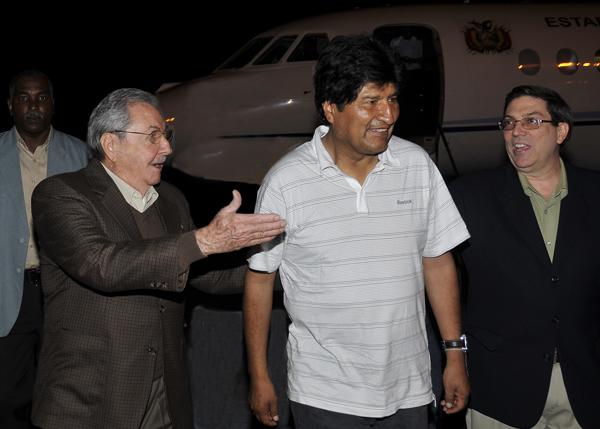Ambos mandatarios intercambiaron sobre el excelente estado de las relaciones entre ambos países. Foto: Estudios Revolución