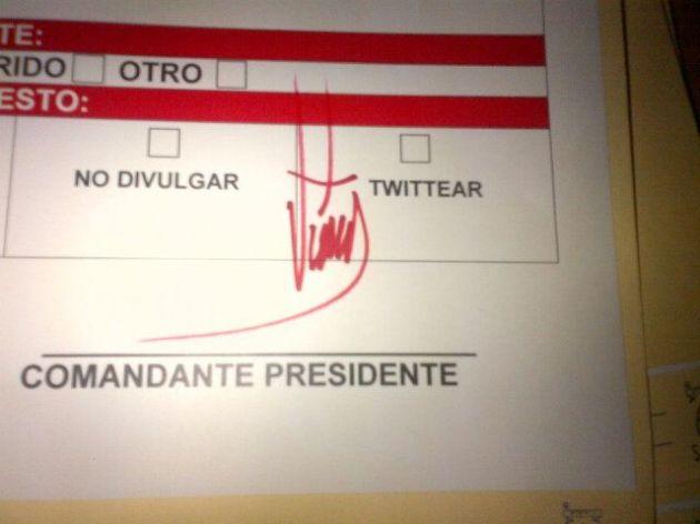 La firma de Chávez recién llegada desde La Habana.. @VillegasPoljakE