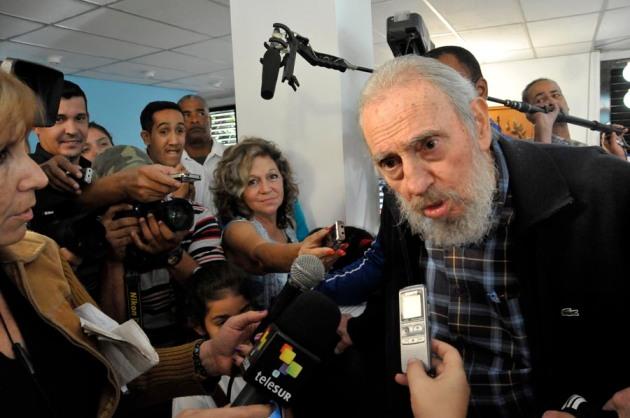 Después de ejercer su derecho al voto el pasado 3 de febrero de 2013, el compañero Fidel se dirigió a la prensa. Foto: Roberto Suárez