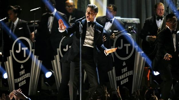 Justin Timberlake cantó el sencillo 'Suit & Tie' junto con Jay-Z, en el Staples Center, lo que marcó su regreso a los escenarios (Reuters)