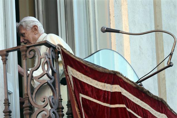 Benedicto XVI dijo adiós en italiano y ya no se lo verá más en público como Papa. Foto: AP