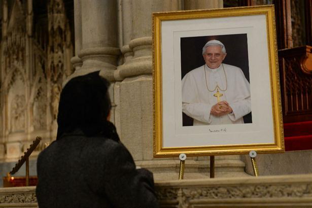 Benedicto XVI vivió su último día al frente de la Santa Sede y se despidió de sus fieles afirmando que estará junto a ellos siempre. Foto: AFP