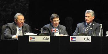 De izquierda a derecha Raúl Castro, Bruno Rodríguez y Miguel Díaz-Canel
