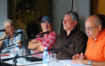 De izquierda a derecha, Normando Hernández Castro, José Antonio Fulgueiras Domínguez, Miguel Díaz-Canel Bermúdez y Reinaldo Taladrid Herrero, durante la Feria del Libro en Santa Clara