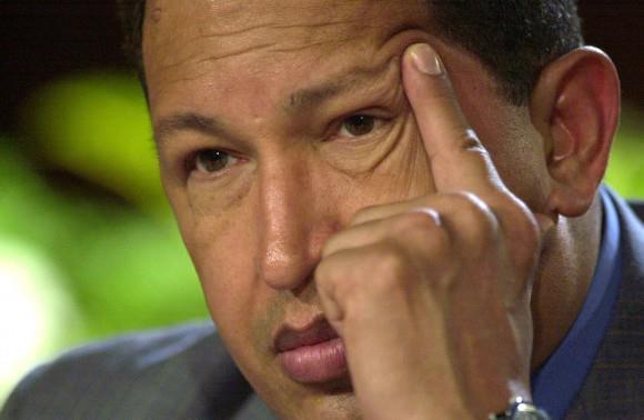 """""""Ni siquiera él mismo sospechaba cuán grande era"""", afirma Fidel en este artículo. En la imagen, el Presidente Hugo Chávez durante una conferencia de prensa en Miraflores, el 14 de mayo de 2004. Foto: AP"""