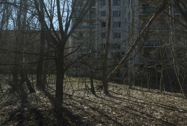 A view of the abandoned city of Pripyat is seen near the Chernobyl nuclear power plant April 23, 2013. Ukraine will mark the 27th anniversary of the Chernobyl disaster, the world's worst civil nuclear accident, on April 26. REUTERS/Gleb Garanich (UKRAINE - Tags: DISASTER ENERGY ANNIVERSARY)
