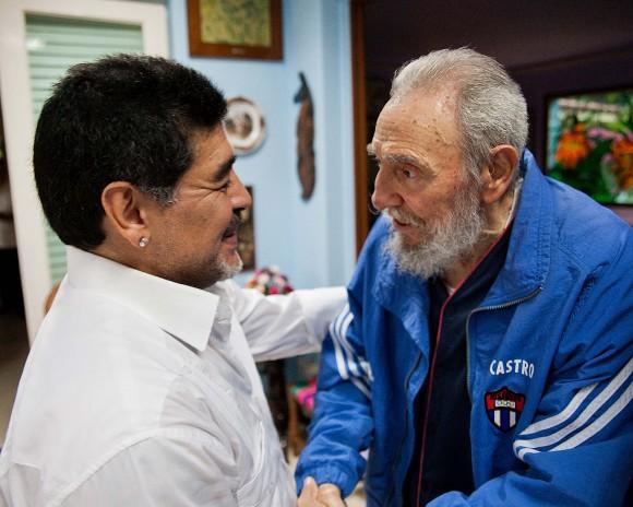 Fidel-Castro-y-Maradona-580x464