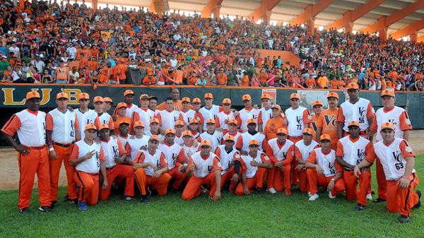 Equipo de béisbol de Villa Clara se coronó en la noche de este martes campeón de la LII Serie Nacional tras derrotar a Matanzas.
