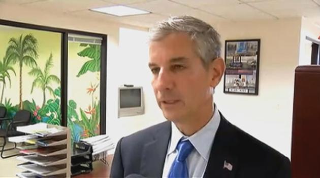 El presidente de la Comisión de la Ciudad de Miami, Marc Sarnoff, propone encarcelar a las personas sin hogar para que no violen el orden público satisfaciendo sus necesidades básicas en el centro de la urbe.