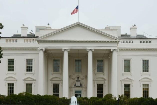 El personal de la Casa Blanca no puede tener acceso a sitios de medios sociales como Twitter desde la residencia presidencial si la cuenta no es oficial. (Foto: Archivo/EFE )