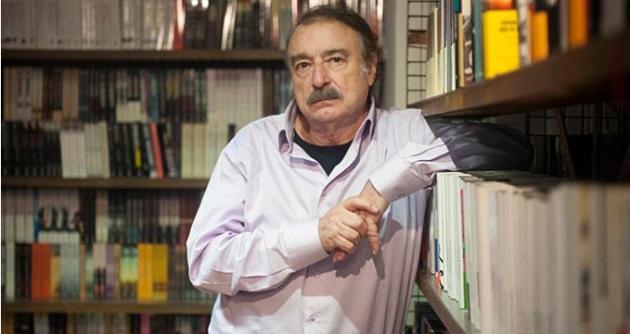 """Ignacio Ramonet acaba de presentar en Madrid su último libro, """"Hugo Chávez. Mi primera vida"""". FERNANDO SÁNCHEZ"""