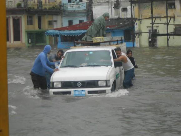 La Habana ha vivido continuas y fuertes lluvias que ha provocado inundaciones y algunos derrumbes. Foto: Julián Andrés Gutiérrez Marín, tomada de Facebook
