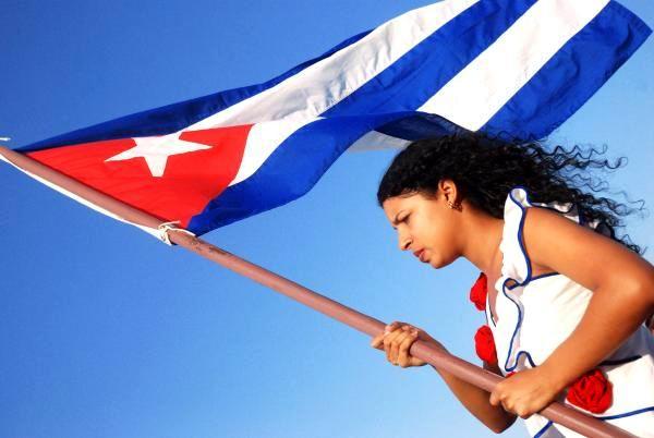 mujer-cubana-bandera