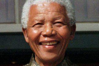Nelson Mandela, el primer presidente de Sudáfrica elegido democráticamente y Premio Nobel de la Paz murió a la edad de 95 años