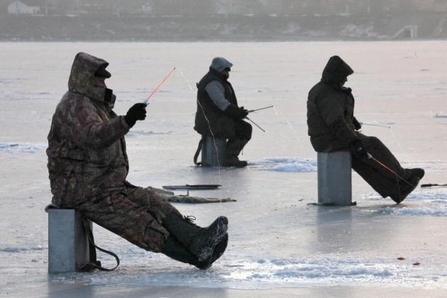 La mejor pesca se encuentra al principio y al final de la temporada de invierno; noviembre-diciembre, justo después de los primeros hielo y en marzo cuando comienza a derretirse la nieve. La pesca es más dura en febrero, la parte más fría del invierno. FOTO: RIA Novosti