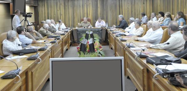 Los miembros del Consejo de Ministros aprobaron que los incrementos se inicien a partir del 1ro. de junio del presente año, con los salarios correspondientes a lo trabajado en el mes de mayo. Autor: Estudios Revolución
