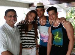 Nápoles, de la TV de Miami, con los balarines cubanos