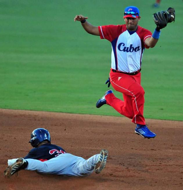 El holguinero Yordan Manduley enfrentará de nuevo a los estadounidenses, ahora como parte de un plantel muy joven. Foto: Ricardo López Hevia