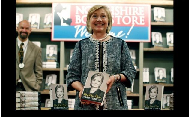 Durante la presentación de su nuevo libro 'Hard Choices' este martes en Nueva York. Foto Ap