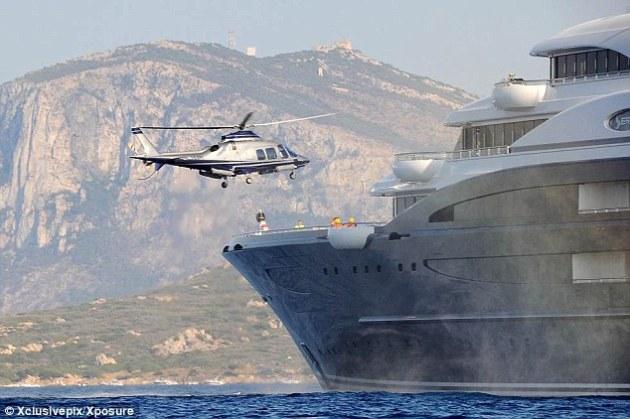 Estilo: Bill Gates vuelve a La Serena, el yate de $ 330 millones que ha fletado por $ 5 millones a la semana. Actualmente amarrado frente a la costa de Cerdeña, Italia