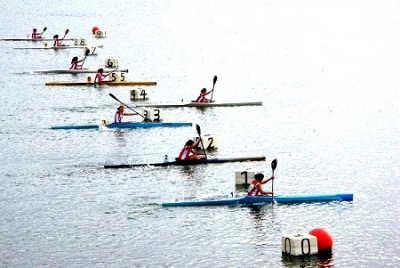 kayacista Fidel Antonio Vargas rescató a una concursante dominicana caída al agua