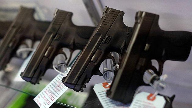 Es el país con la mayor cantidad de armas por persona. De cada diez estadounidenses nueve disponen de armas de fuego. Los ciudadanos norteamericanos compran más de la mitad de todas las armas fabricadas en el mundo. © REUTERS Jim Young