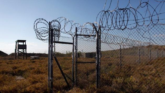 Es el país con mayor población carcelaria del mundo. Además, para algunos esto es un negocio ya que en EE.UU. está muy desarrollado el sistema de prisiones privadas. Los propietarios de estas cárceles tienen a veces también sus propias fábricas, donde los prisioneros trabajan por un salario de aproximadamente 50 centavos de dólar por hora.