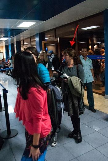 Tania Bruguera a su llegada a La Habana. Foto tomada de la cuenta de Twitter de CubanitoenCuba