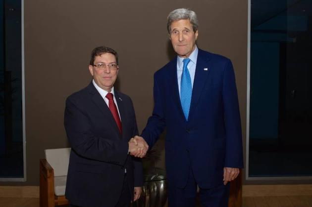 Encuentro entre el canciller cubano Bruno Rodríguez y John Kerry en Panamá