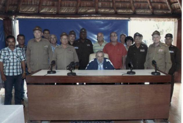 Fidel sostuvo un encuentro con oficiales y trabajadores civiles del Ministerio del Interior y las FAR. Foto: Estudio Revolución