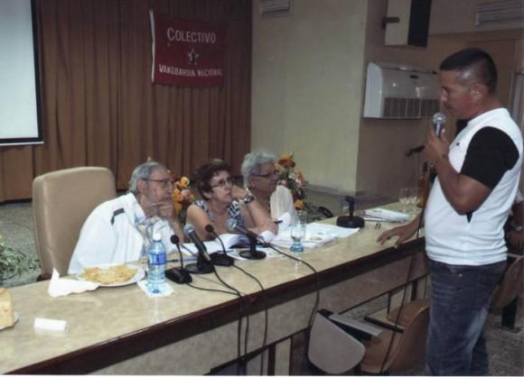 Fidel-en-el-Instituto-de-Investigaciones-de-los-Alimentos-3-580x418