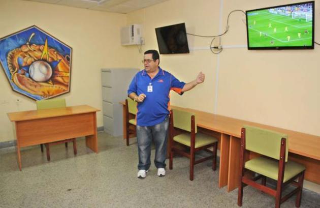 El observatorio del béisbol, herramienta indiscutible de crecimiento, tanto para árbitros como para técnicos y jugadores. Foto: Jose M. Correa