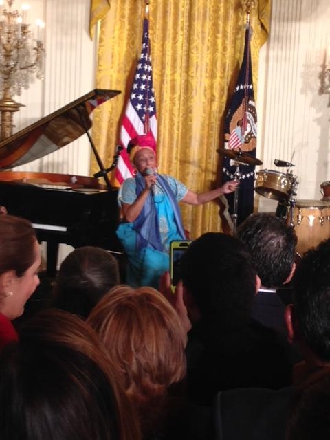 Omara Portuondo voz femenina líder de Buena Vista Social Club y una de las grandes de la música cubana cantando en la Casa Blanca, 15 de octubre de 2015. Foto: Cubadebate